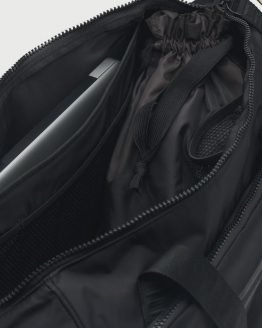 Taška Under Armour Essentials Duffel Černá